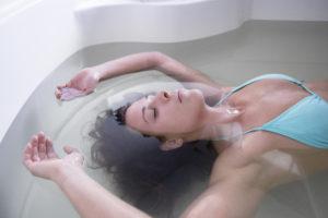 L'apesanteur dans le bain flottant